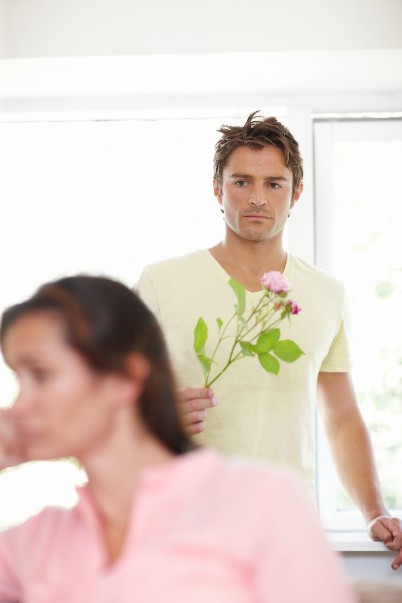 8 Clear Signs He Knows He Hurt You