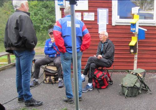 Tre av TAIF:s seniorlöpare på 70- 80 talet Bengt, Håkan och Lars-Åke  i samspråk med Affe från dåvarande OK Illern