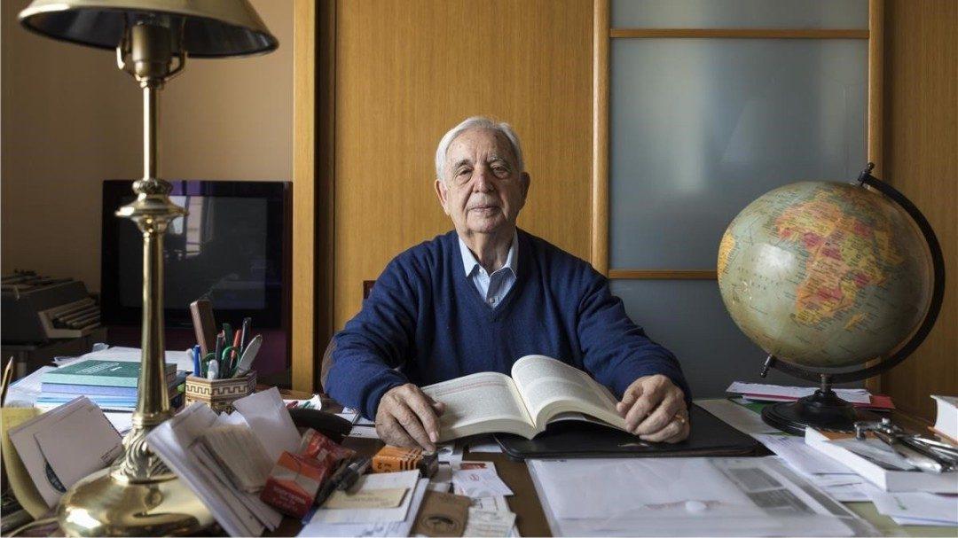 este abuelo de 80 años se va de Erasmus