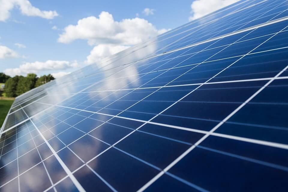 Bilden visar solceller
