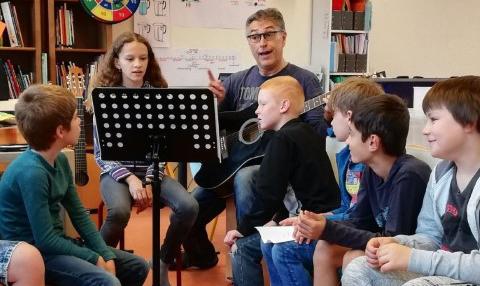 Patrick maakt cd-liedboekjes voor scholen