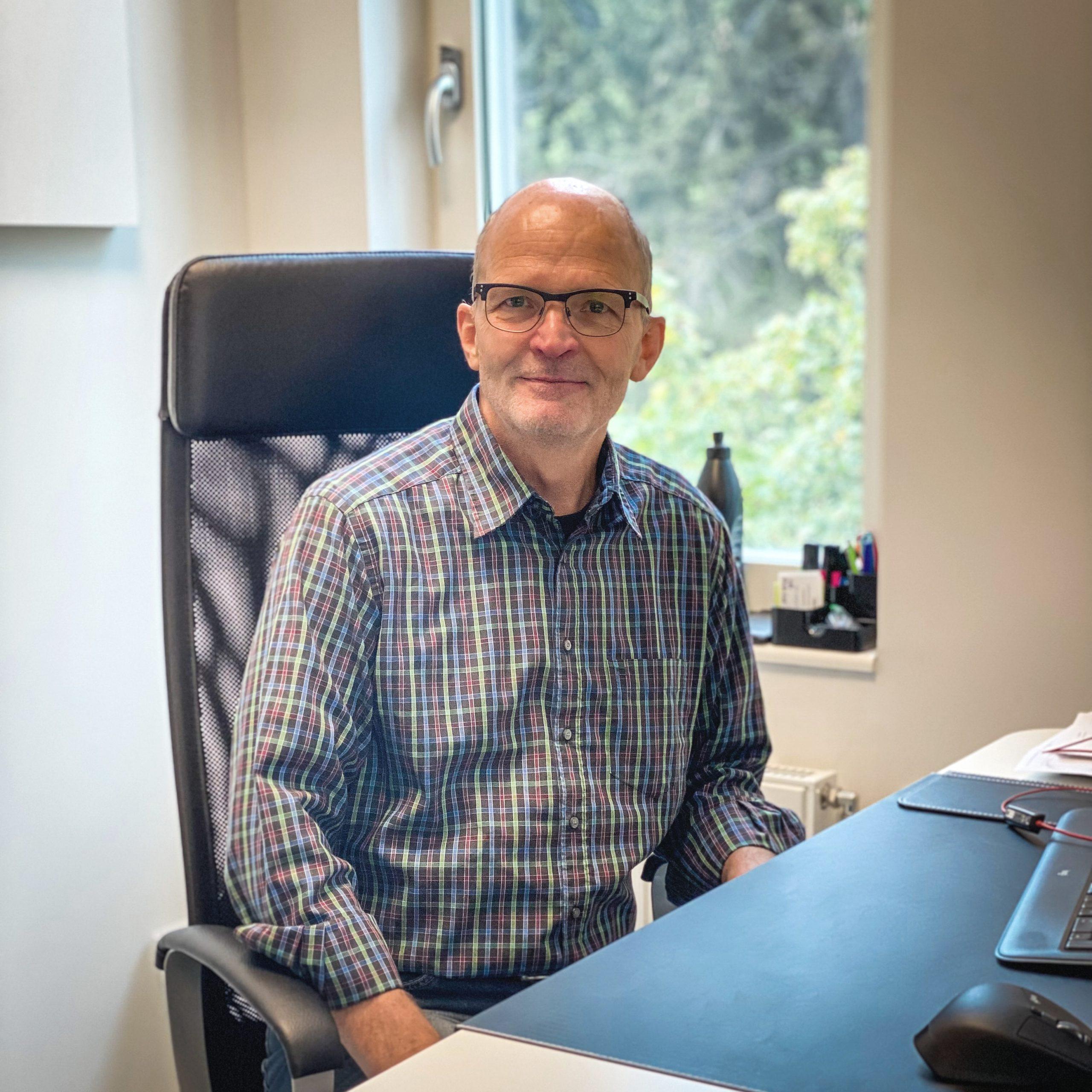 DR. HENRIK WAHLBERG