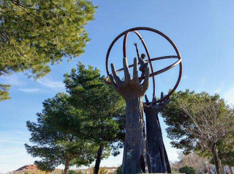 Sculptuur van Manuel Alaminos te Paracuellos del Jarama.