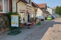 "Rückseite der Ladestation ""Bäckerei Scherff"" in Feldberger Seenlandschaft"