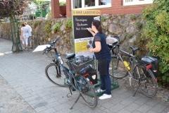 """Vorderseite der Ladestation  """"Bäckerei Scherff"""" in der Feldberger Seenlandschaft"""