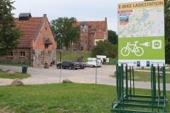 """Rückseite der Ladestation """"Schloss und Gut Ulrichshusen"""""""