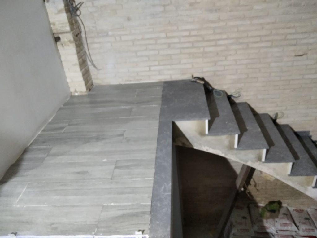 colocacion de marmol en escalera de vivienda en valencia
