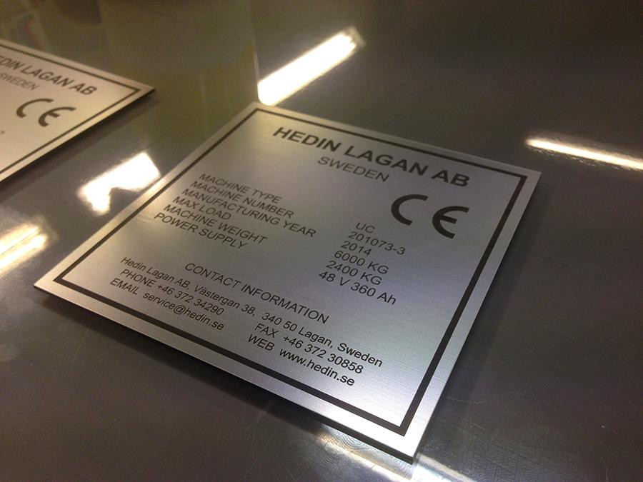 Laserprintad och skuren maskinskylt