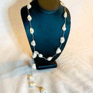Justerbar halsband av barockpärlor o silver