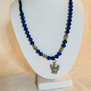 Halsband gjord av lapis lazuli