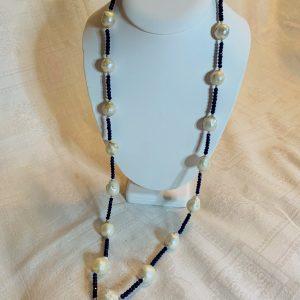 Halsband av agater och barockpärlor
