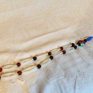 Halsband av små månsten, agatpärlor