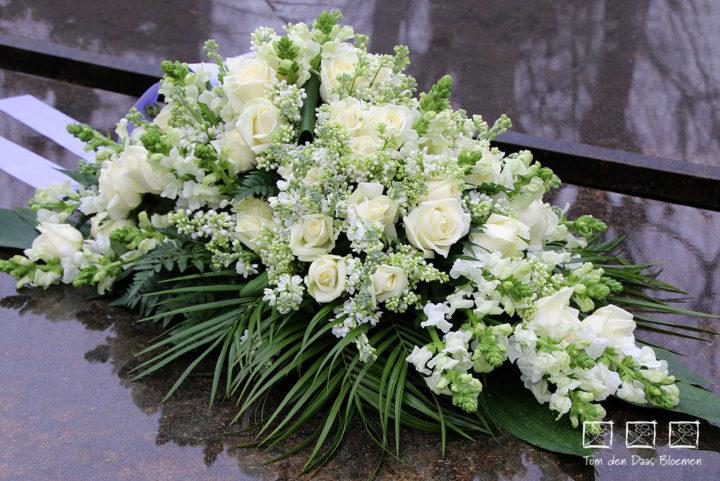 Rouwstuk Nr02 arrangement wit
