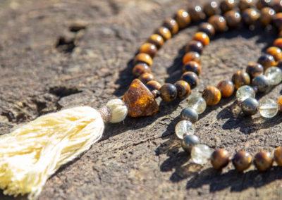 Mala kæde med tigerøje sten