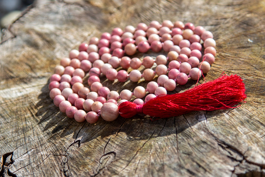 Mala med rhodochrosit - selvkærligheds stenen