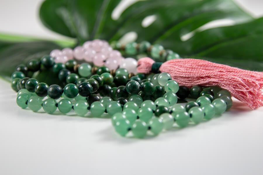 Mala med grøn aventurin, jade og rosenkvarts