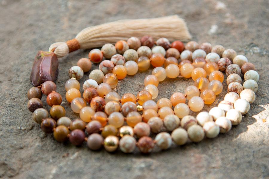 Spirituelle smykker og mala meditationskæde