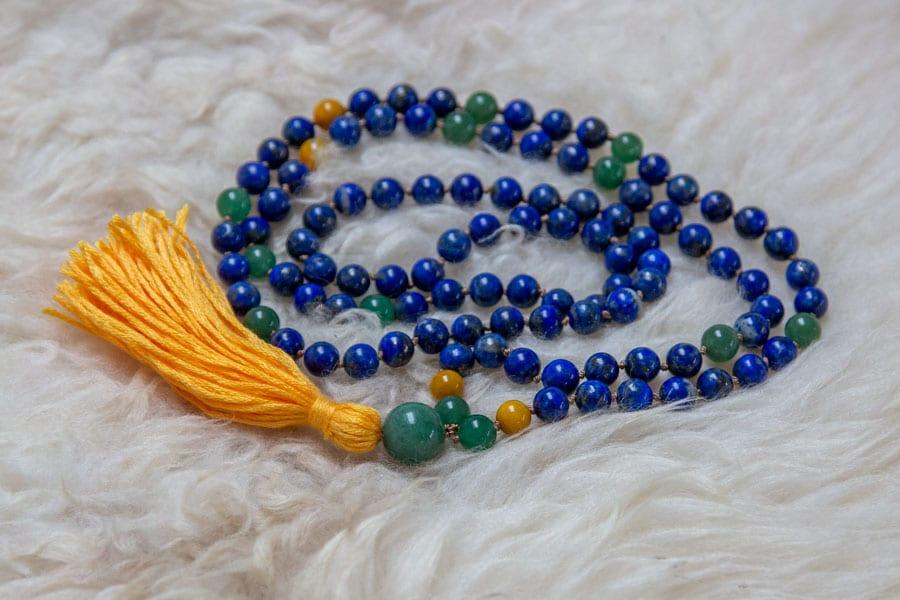 Unika mala med lapis lazuli
