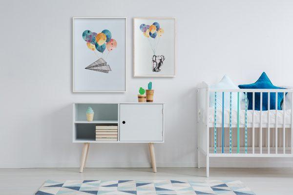 Barnerom plakater interiør til veggen tilbehør | rammer | elefant | dyremotiv | papirfly | ballonger | dåp | gavetips illustrasjon Ohoi Studio