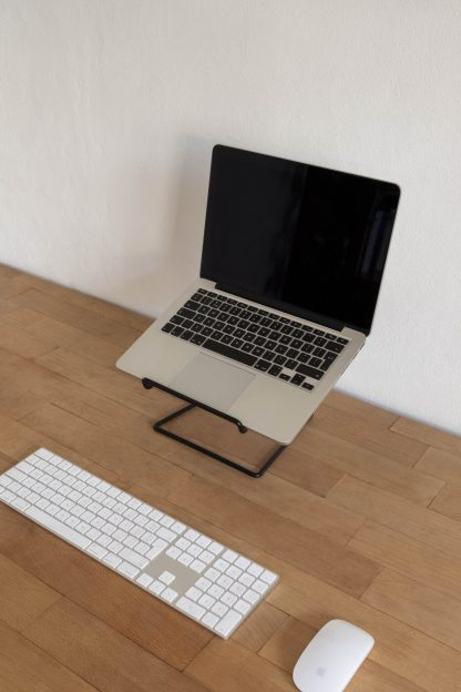 STAND laptop tablet stand minimalist design black zwart desk Studio TOIMII