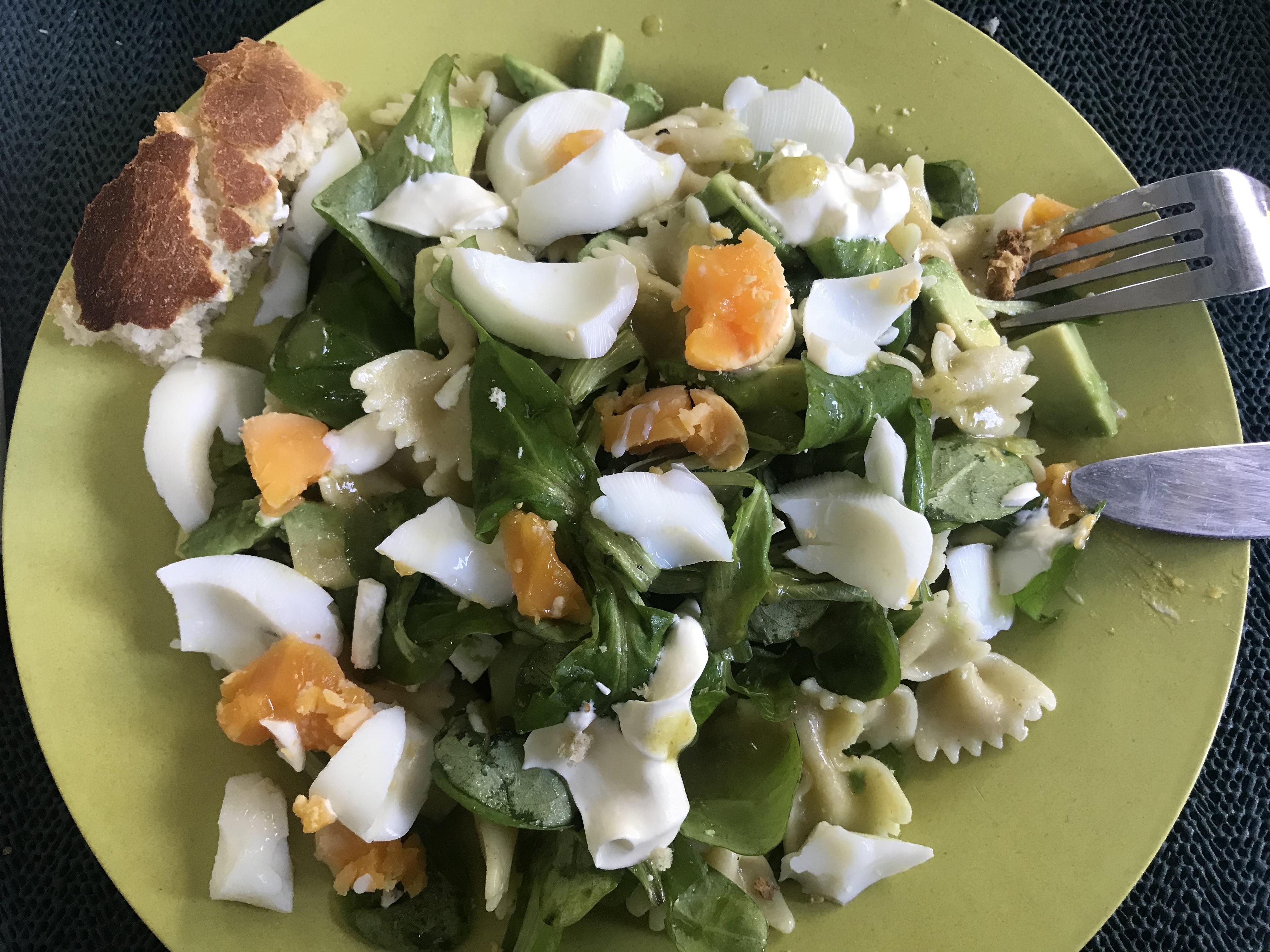 pastasalade met avocado en feta