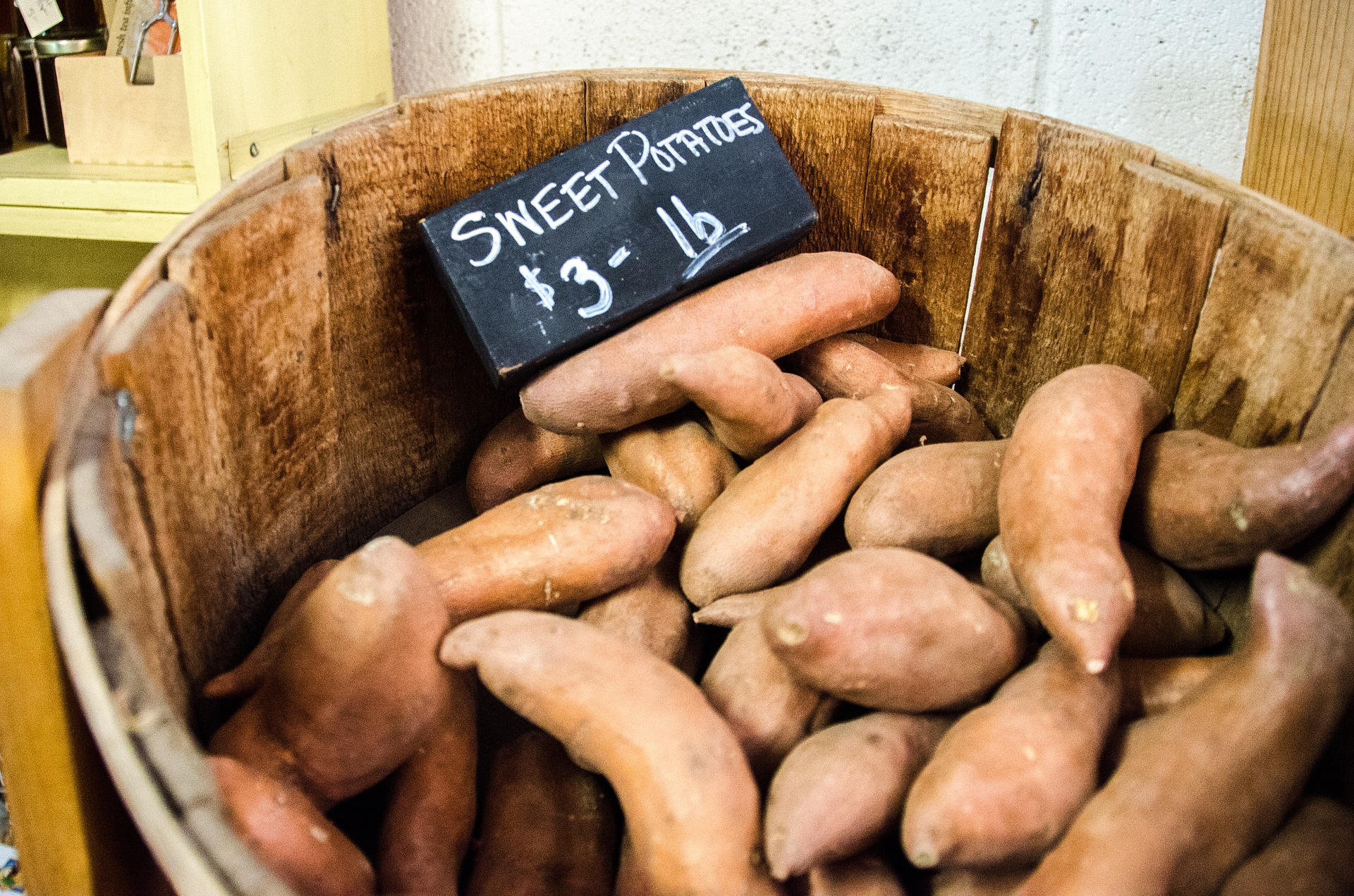 zoete aardappelstamp met rucola