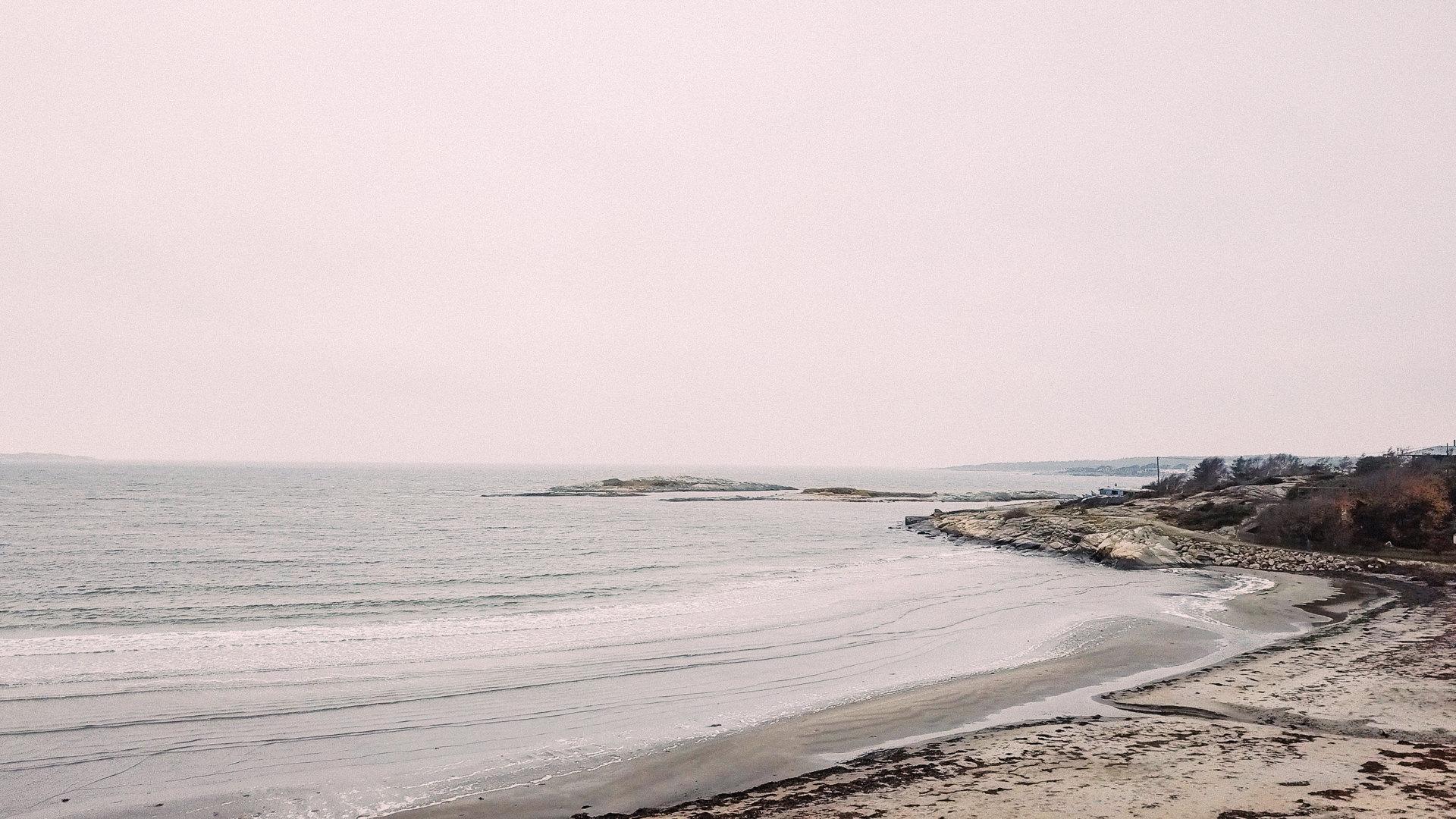 Utsikt över Solviks trädgård med havsviken i bakgrunden. Från Kum Nye-retreaten i maj 2018.