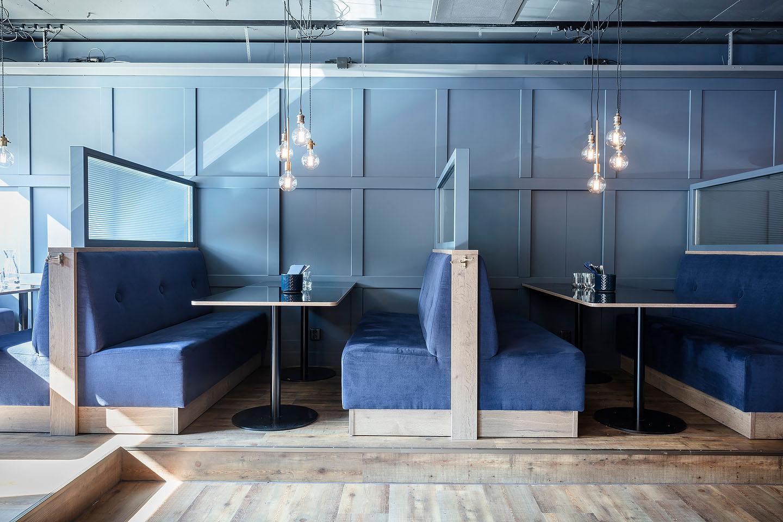 Studio A3, Dolda tv-apparater, panelvägg, Bås, restaurang, ribbat glas