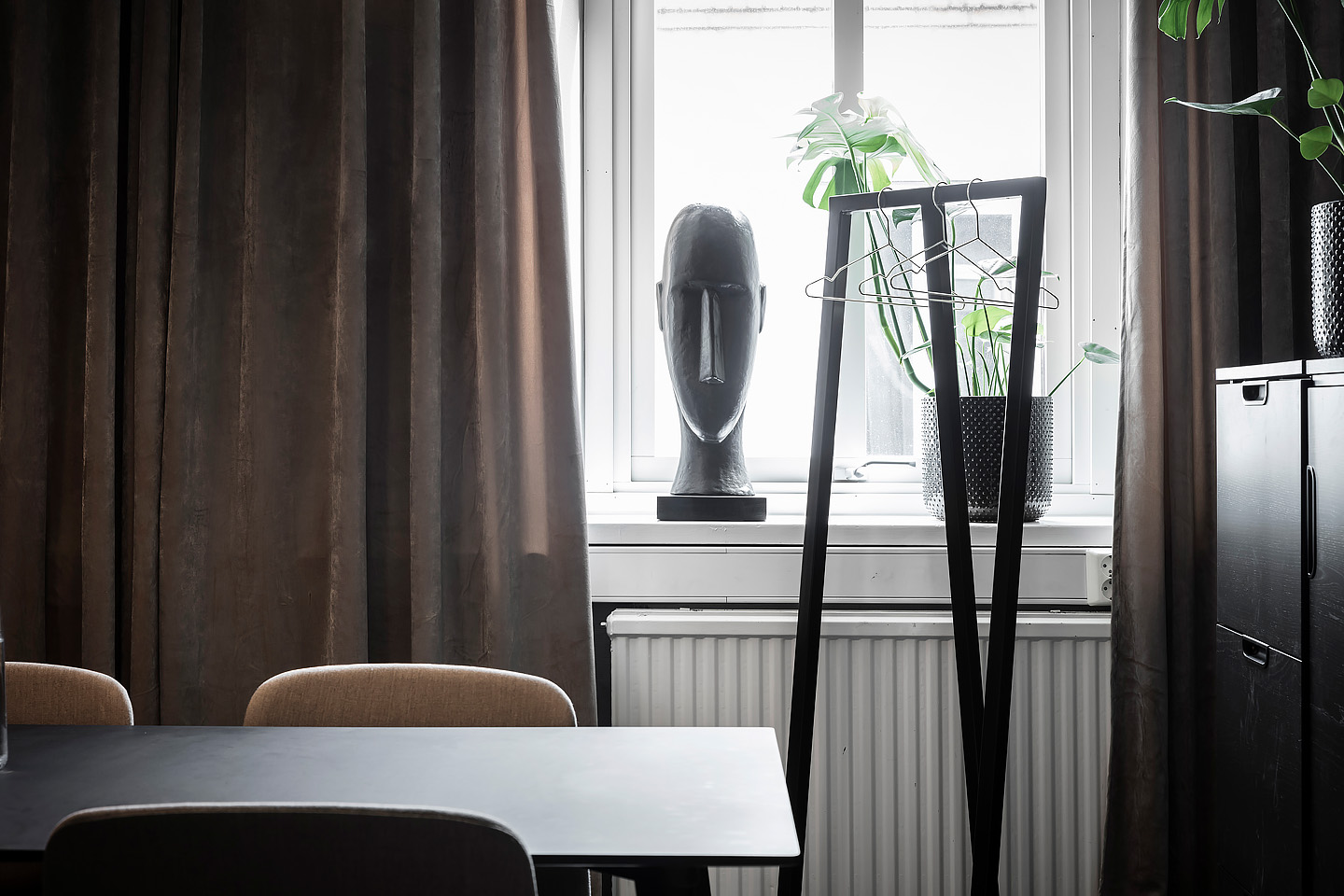 Cph 210 deux table, hay, Gubi multi-lite lamp, Loop stand hall, Jotex sammet, Studio A3, Byon