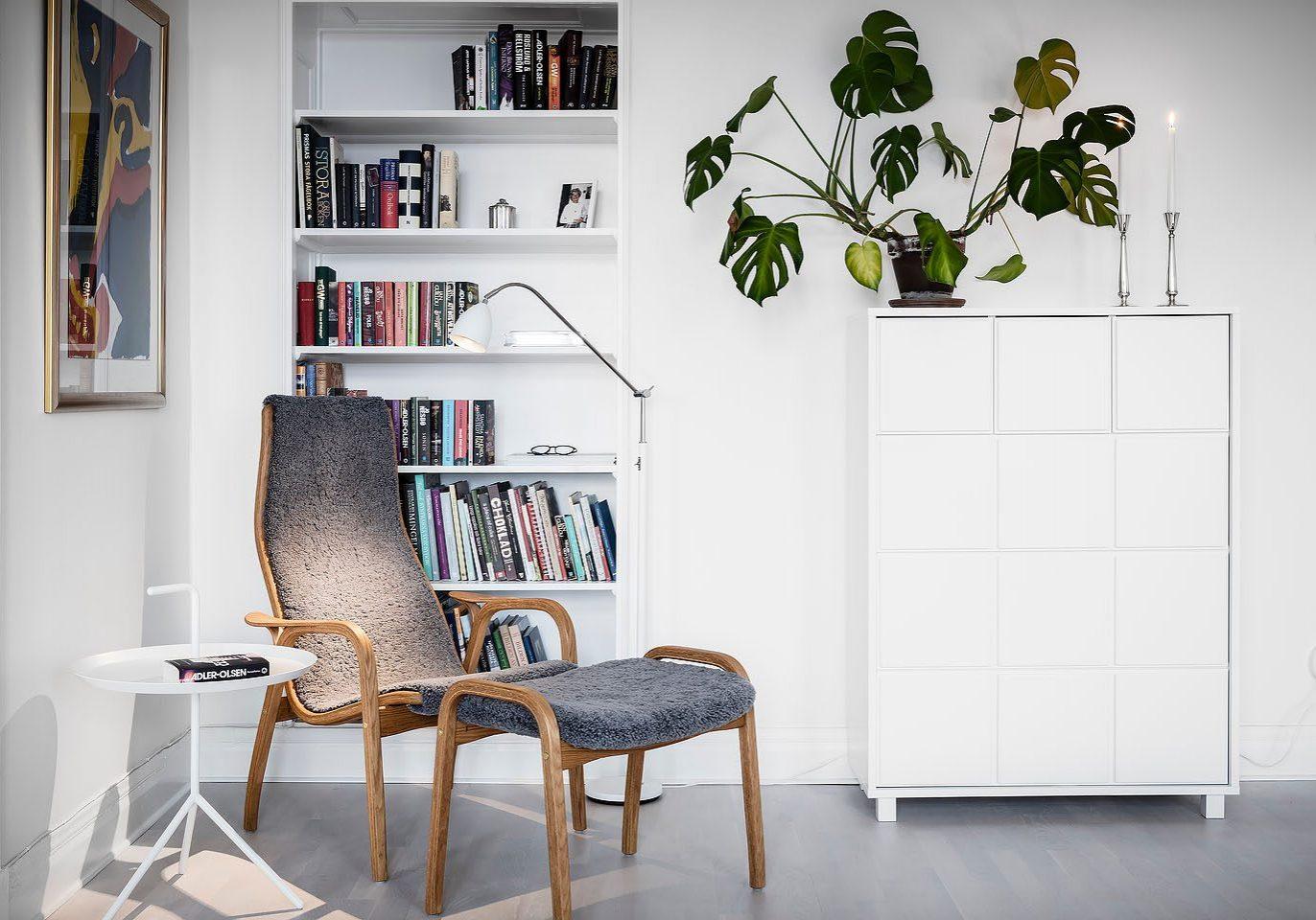 swedese, laminofåtöljen, lamino, sidobord hay, golvlampa belid, byrå scherlin.