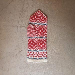 sticka stickning vantar kit materialsats svensk hemslöjd traditionell ull garn