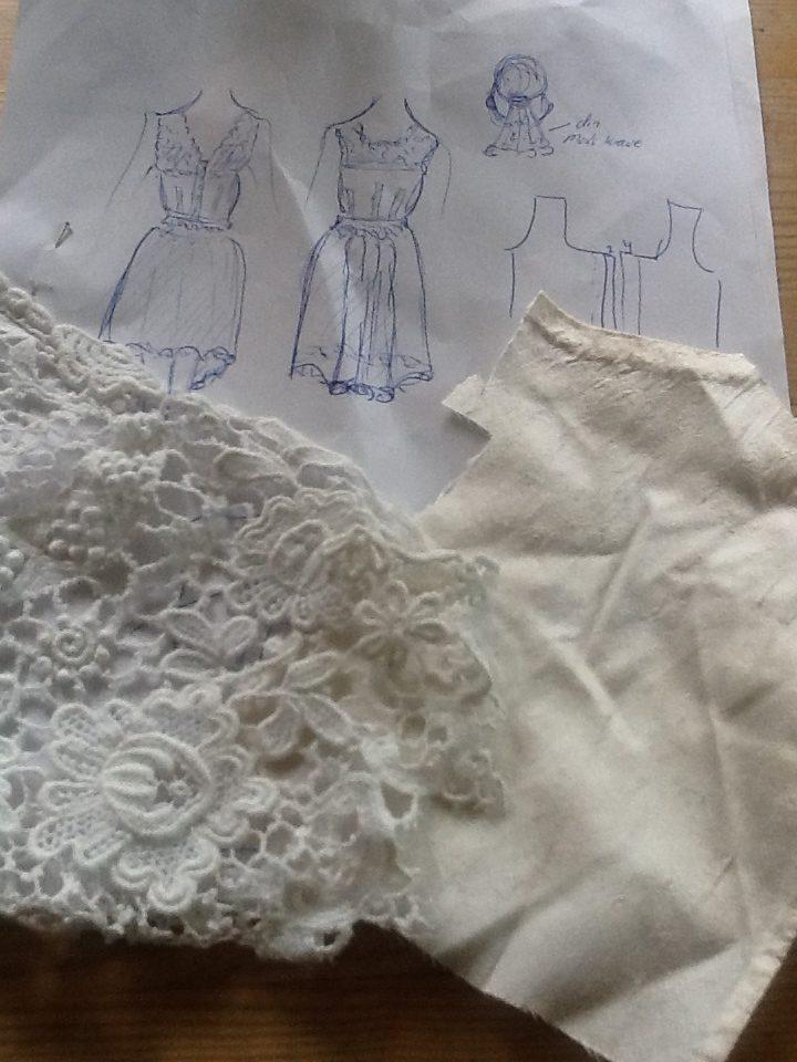skitse og blonder til kort brudekjole
