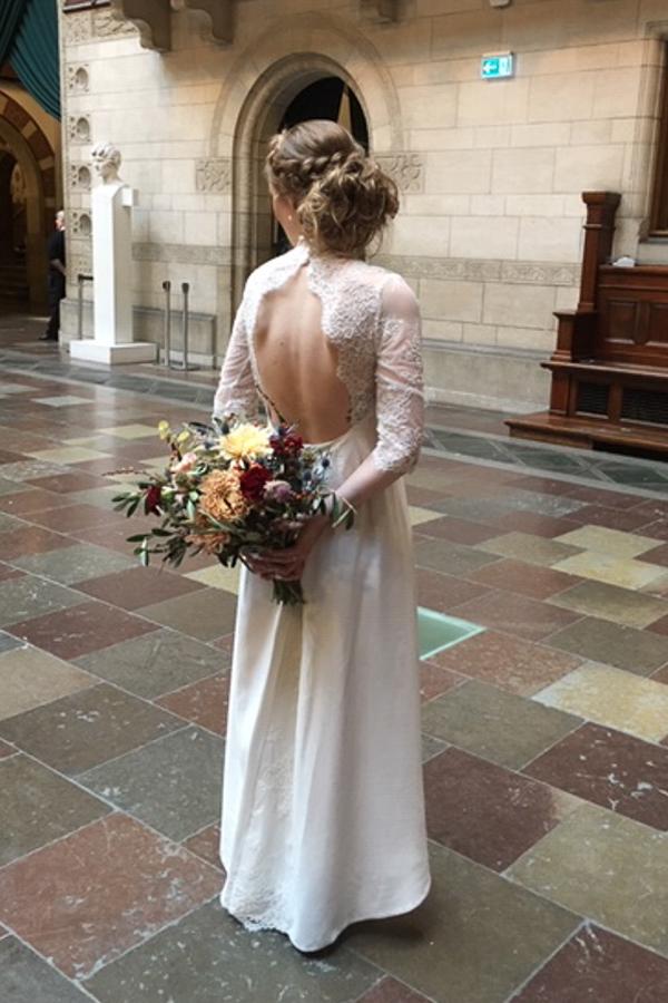 Specialdesignet brudekjole bar ryg