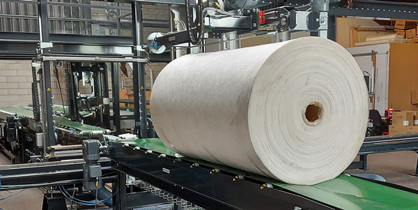 RoRo Stretch Pac® performs a cold packaging process where packaging and sealing are done in only one operation.