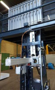 Core plug applicator for RoRo StretchPack® roll packaging