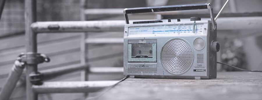 Foto: Transistorradio op steiger