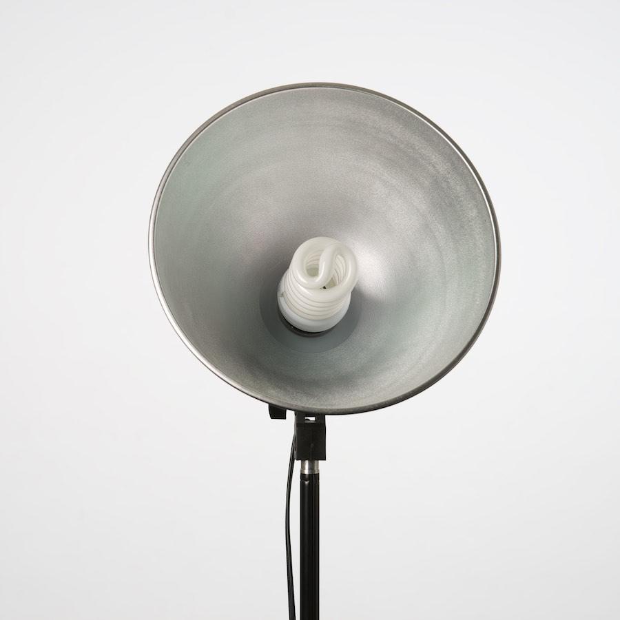 Websitebouw door Textmaker. Studiolamp bij kosten van fotografie.