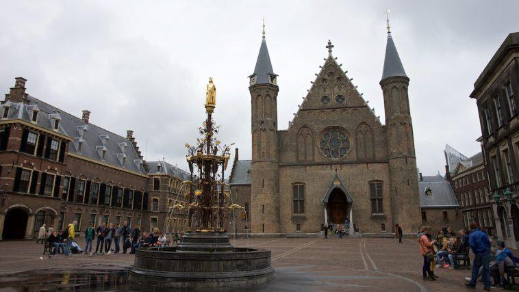 Den Haag Binnenhof versus Publieke Omroep