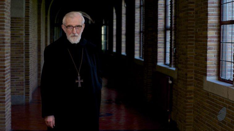Abt Gerard Mathijsen Egmond Binnen in glossy Klooster