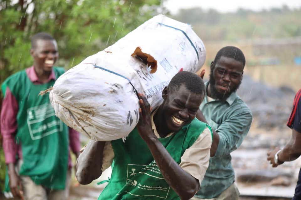 KSrelief Distributes Shelter Aid to Sudanese Flood Victims