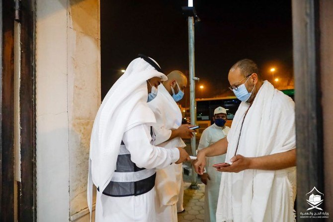 First pilgrims arrive at Grand Mosque after six-month curb