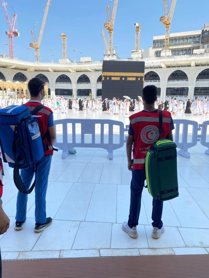 Volunteers step up to provide services to worshipers in Makkah