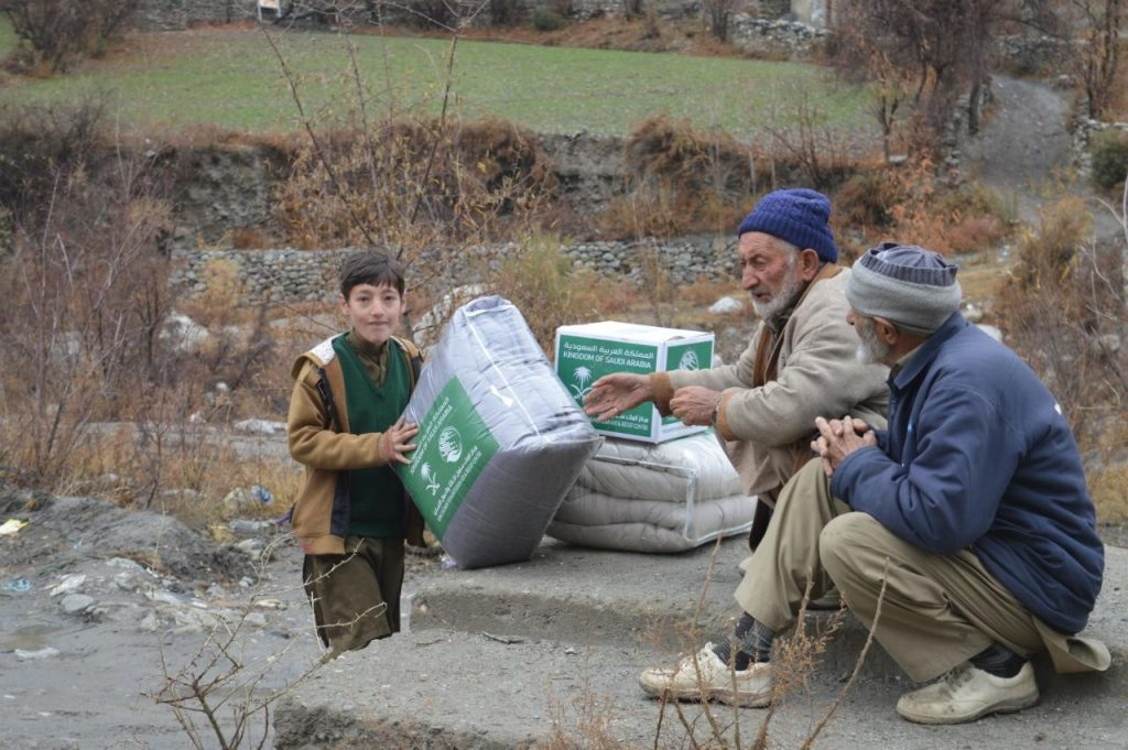 KSrelief Distributes Winter Kits in Pakistan