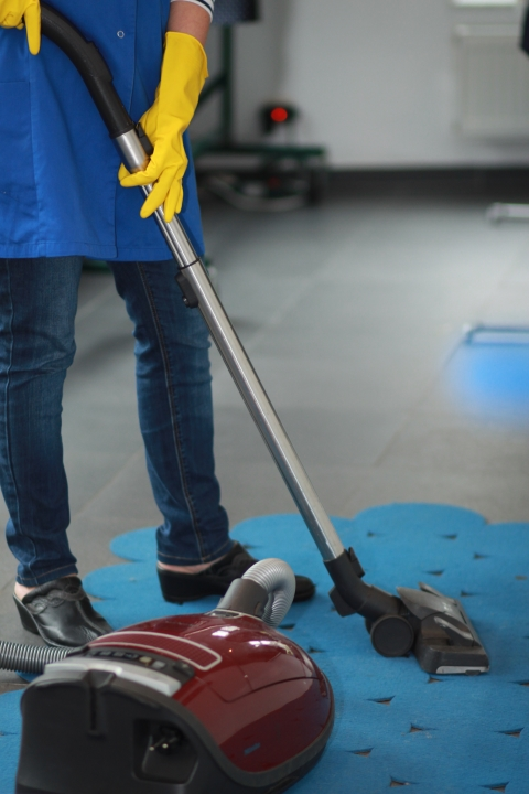 Active Cleaning Titre-services femme de ménage passer l'aspirateur