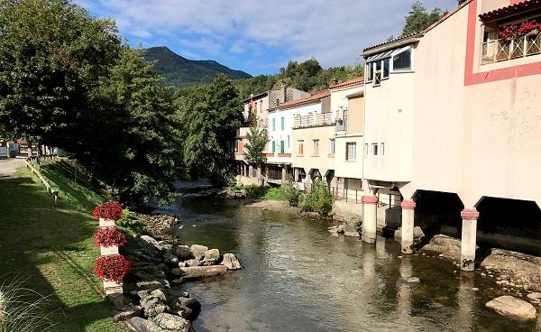 Floden Aude blomster på venstre side