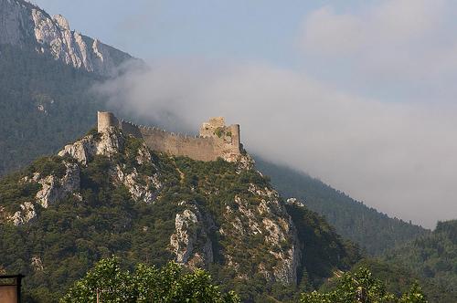 Borg ligger på toppen af et bjerg