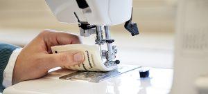 Elektriskt ledande cellulosatråd används i en symaskin