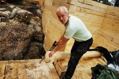 Mr.Fiddan_building_logcabin_norway