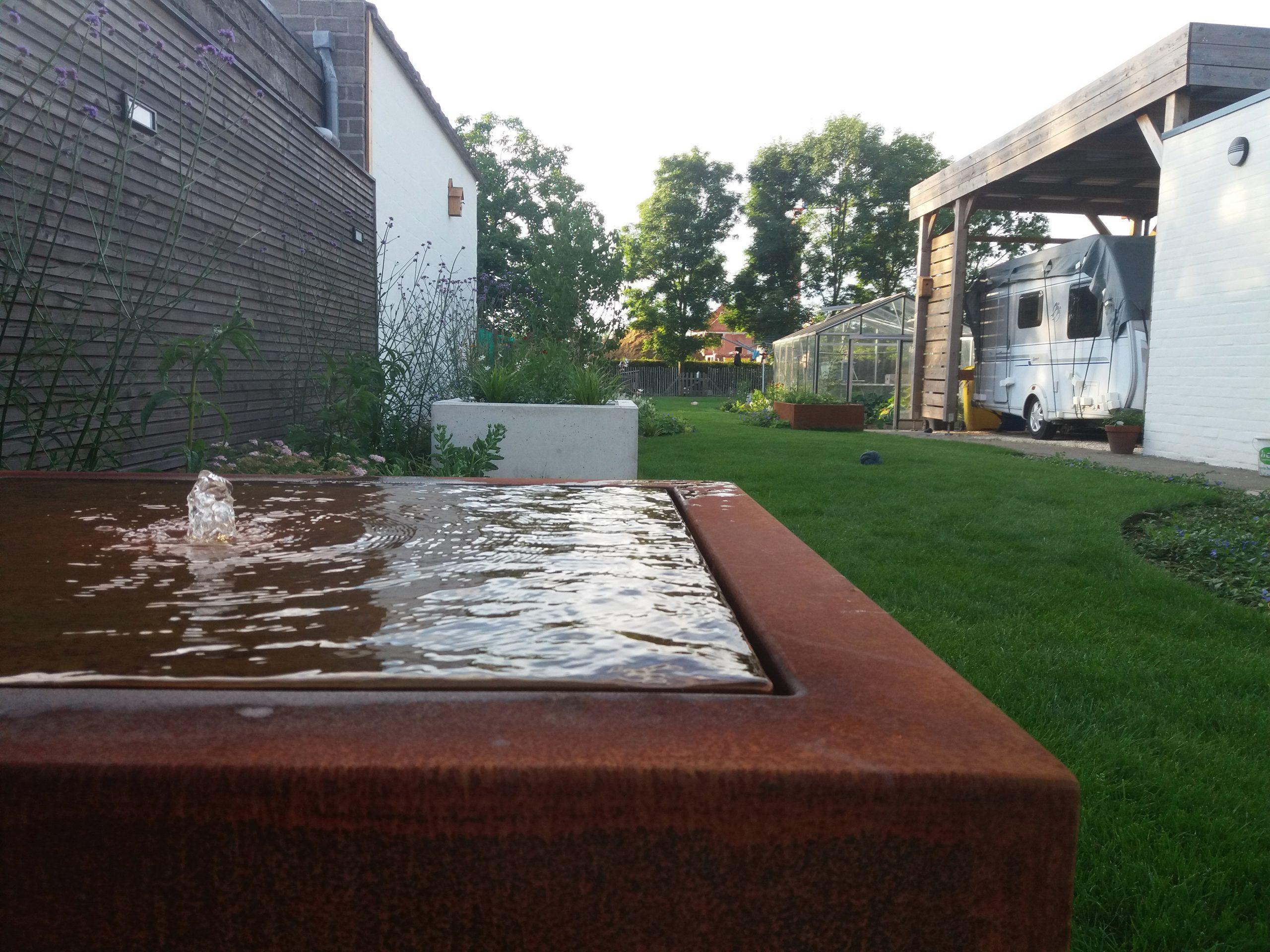 fontein moderne tuin