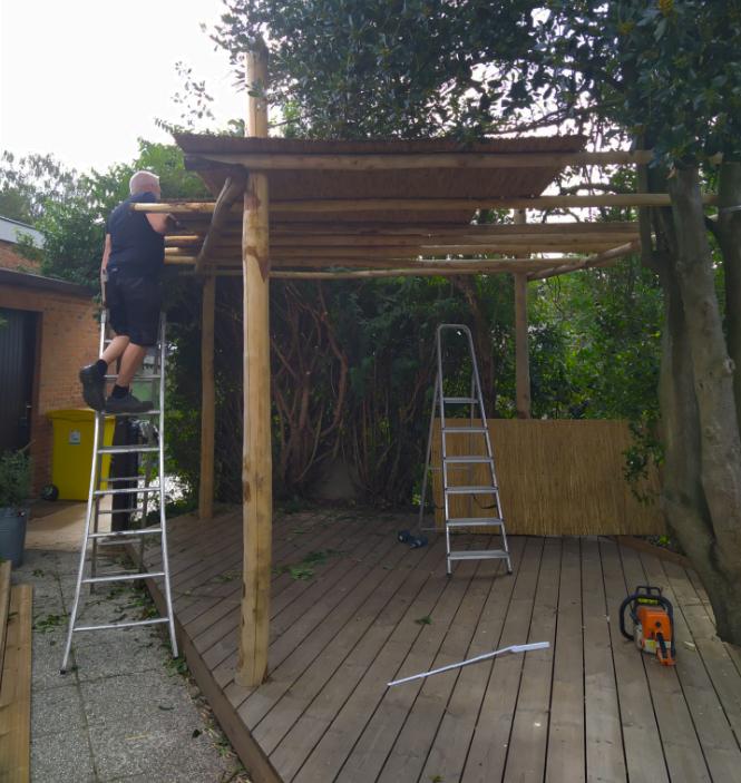 aanleg overdekt terras natuurlijke tuin